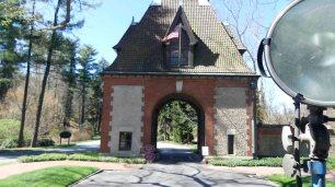 Die Einfahrt zum Anwesen